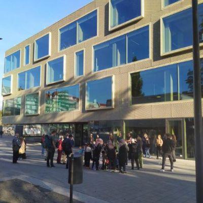 Eröffnung vor der Schillerbibliothek